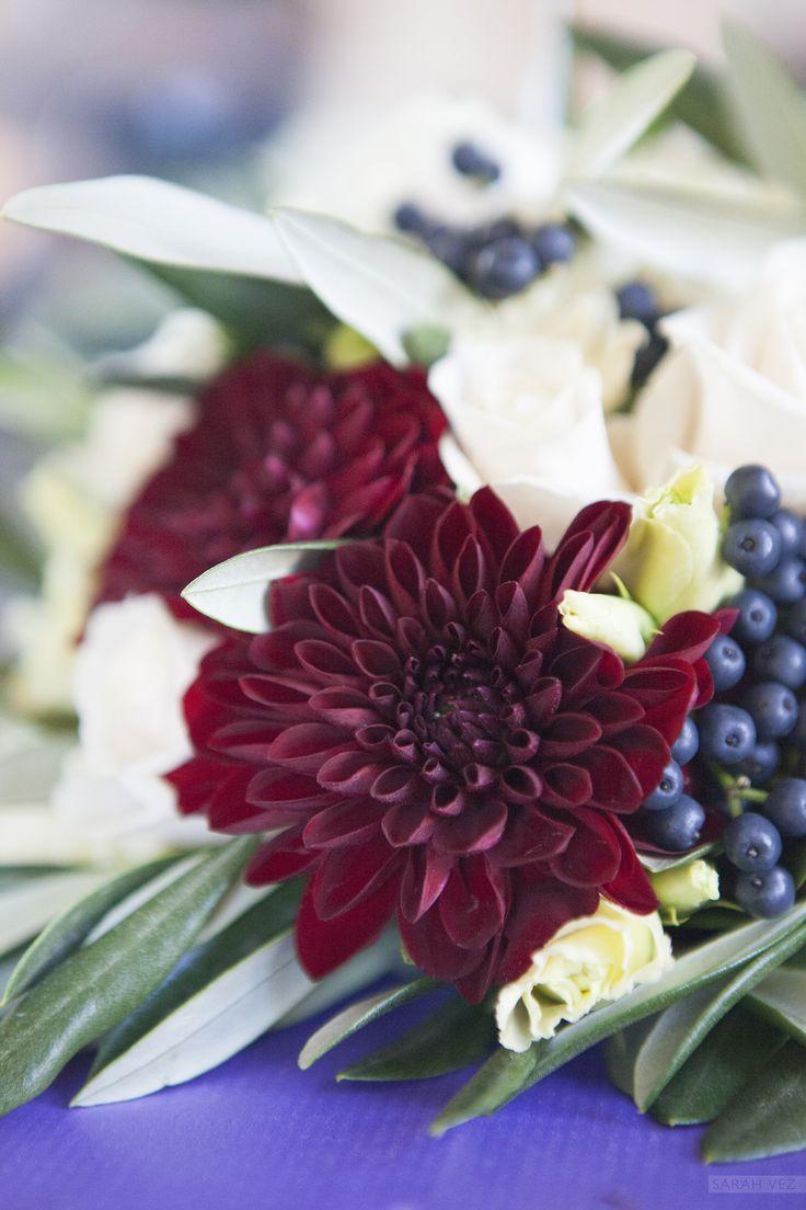 #dark #dahlia #roses #berries #bouquet #wedding