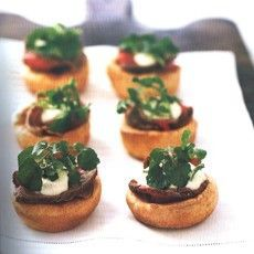 Mini Yorkshire Puddings with Rare Beef, Horseradish and Mustard Creme Fraiche Sauce