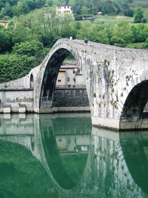 Ponte del Diavolo (Devil's Bridge), crosses the Serchio river a few kilometres from Bagni di Lucca, in Borgo a Mozzano, Italy