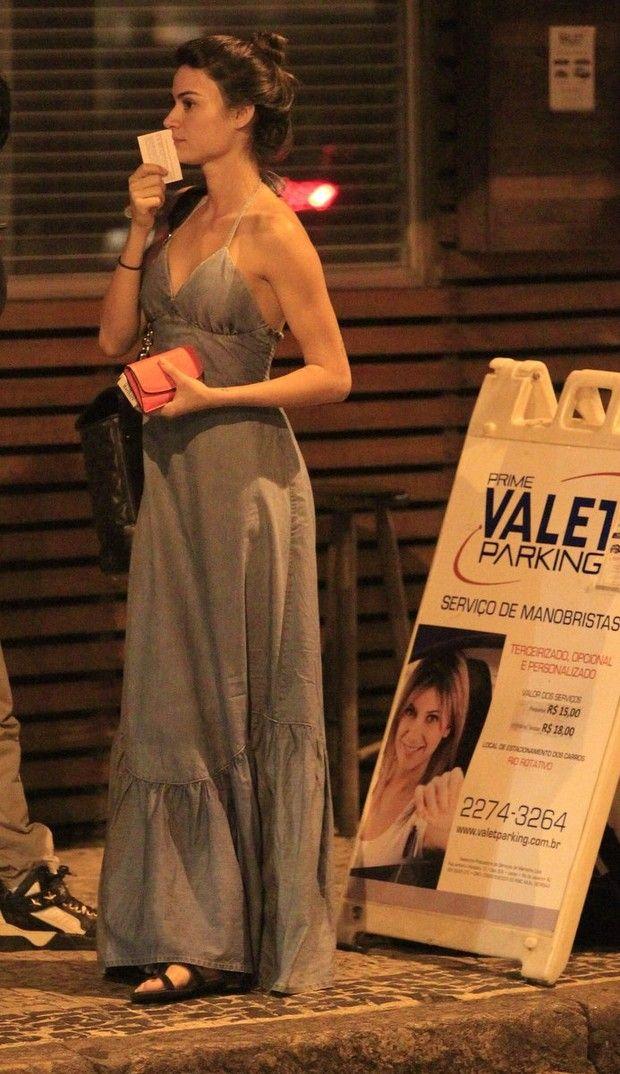 Thaila Ayala em restaurante na Zona Sul do Rio (Foto: Rodrigo dos Anjos/ Ag. News)