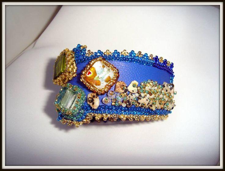 THASSOS, THE EMERALD ISLAND SET UNICAT brătara si colier Tehnici: broderie cu margele, peyote Materiale: margele japoneze Toho, cehesti, Murano, de lampa, pietre semipretioase, cristale, perle cultura, etc UNIQUE SET bracelet and necklace Design si realizare Mireille Colours Bijuterii Design and realization Mireille Colours Bijoux Techniques: beads embroidery, peyote Materials: japanese Toho beads, Czech crystals, semiprecious stones, cultured pearls, Murano beads, lamp