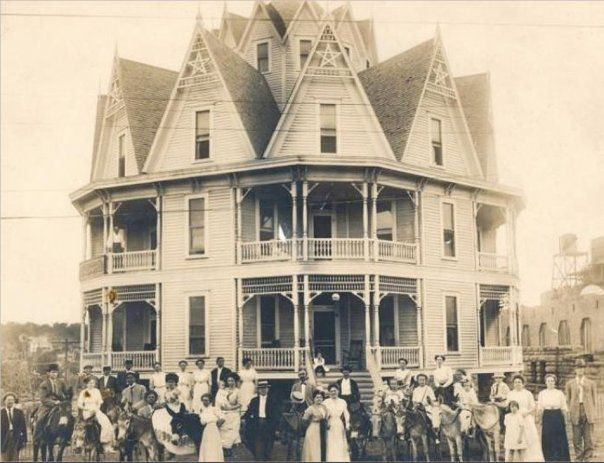 """The Hexagon House"" Hotel, Mineral Wells, Texas was built in 1895 by David Gehugh Galbraith, inventor of the paper clip."