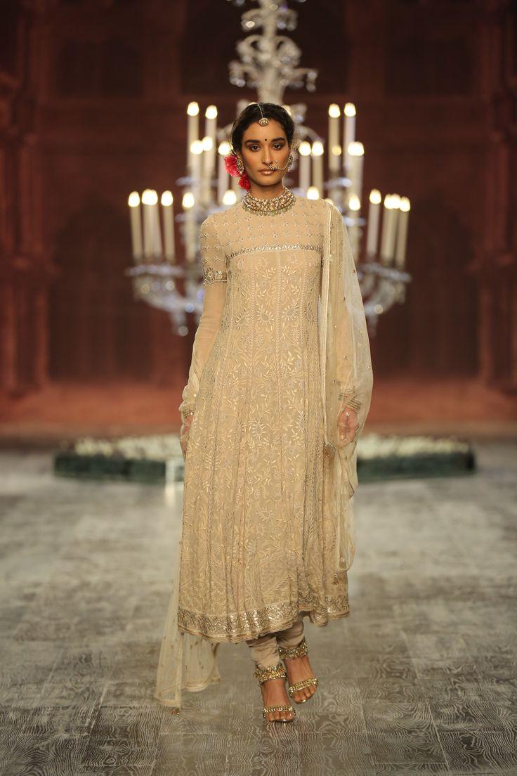 #White#Royal#Embellishment#Bridal#Couture#Extravagant