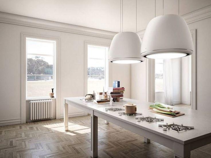 Edith di Elica è una cappa per installazione a soffitto dotata di aspirazione perimetrale e di illuminazione LED.
