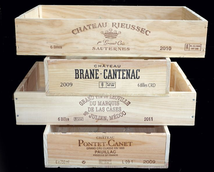 4 different wooden wine flat cases. 2 have brandings on their short sides, and 2 have the logo on the long sides