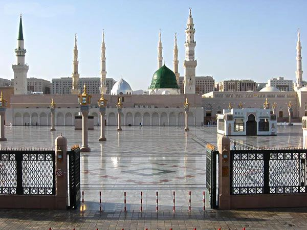 Google Image Result for http://www.hajis.co.uk/images/pop-ups/madinah/masjid-e-nabawi.jpg