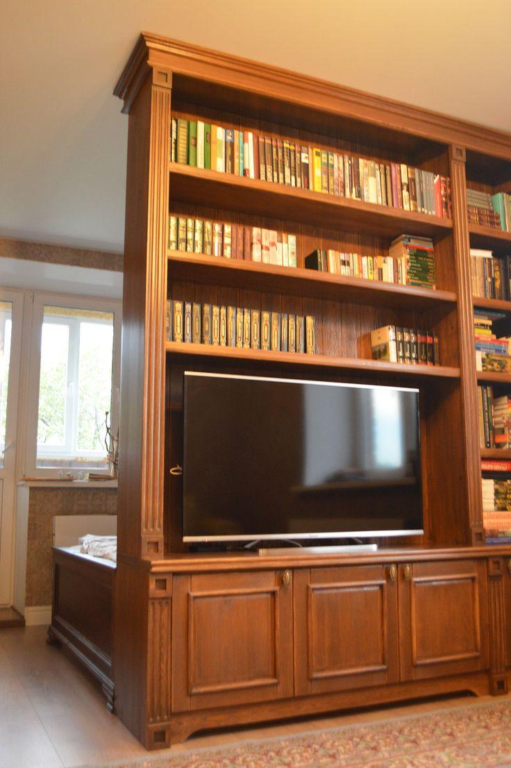 Мы сделали шкаф в английском стиле в квартиру. P.S: На потолке красуется люстра из ческого хрусталя на 5 рожков.