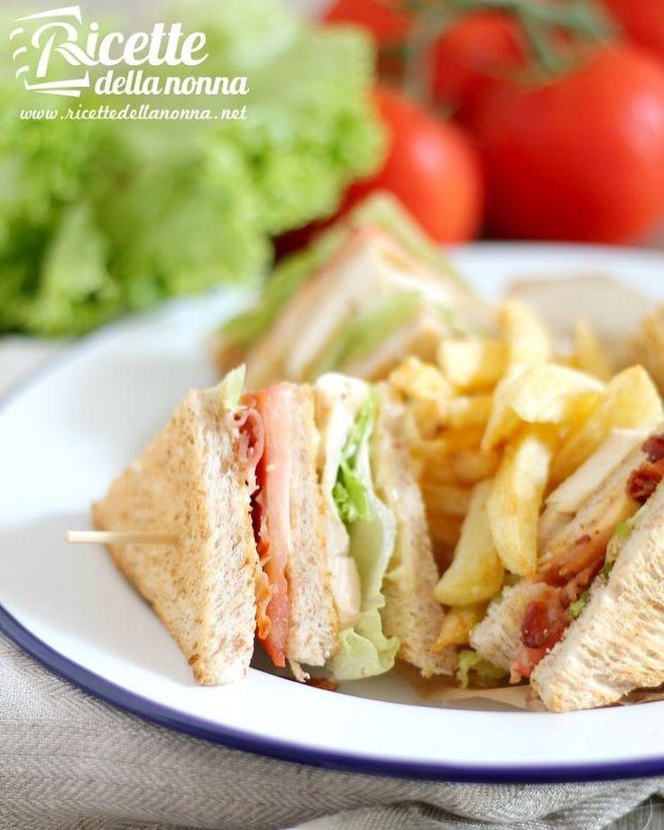Club sandwich di pollo #sandwich #panino #tramezzino #pollo #foodporn #vsco #foodstyle #food #cooking #foodstagram #follow #followme #instagood #instalike #instadaily #recipe #italianrecipe #italianfood #ricettedellanonna #good #love #happy #italy #passione #fotooftheday #foodblogger #chef #beautiful #foodpics #vscofood