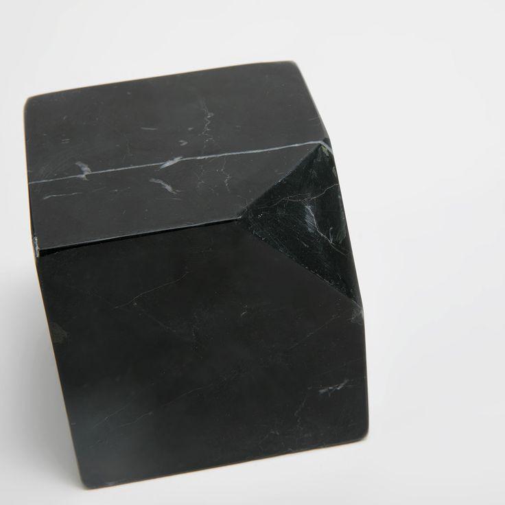 Immagine 3 del prodotto Fermacarte cubico in pietra