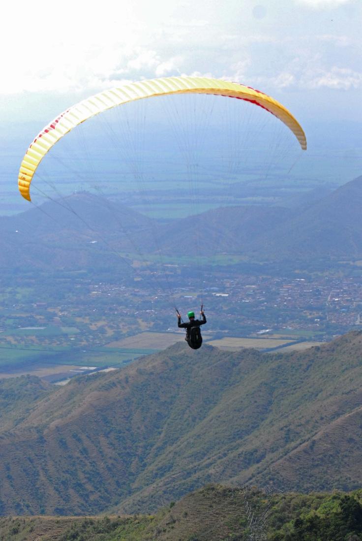 El cielo de Roldanillo, Valle del Cauca, se llenó de colores gracias a la Copa Mundo de Parapente.