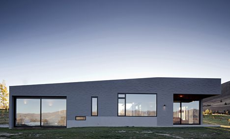 Lake Hawea Courtyard House by Glamuzina Paterson Architects/  in New Zealand's Otago region