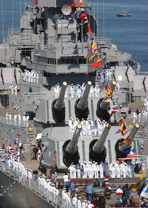 Sailors assigned to USS Theodore Roosevelt (CVN 71) Weapons Dept man the rails of the Iowa-class battleship USS Wisconsin (BB 64).