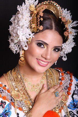 Pollera - Panama folkloric dress
