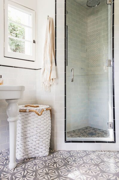 25 best ideas about corner showers on pinterest small for Bathroom tiles spain