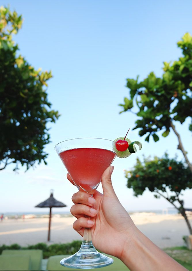 Freshen up your afternoon by the beach while sipping a tasty Singapore Sling at #TheTAOBali   #thetanjungbenoabeachresortbali #thetanjungbenoa #TheTaoBali #bali