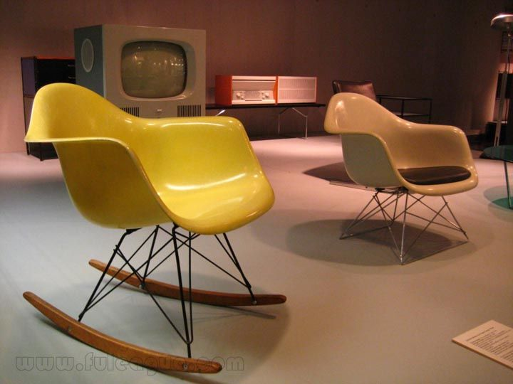 Contemporary Decor With Eames Shell Chair Living Room