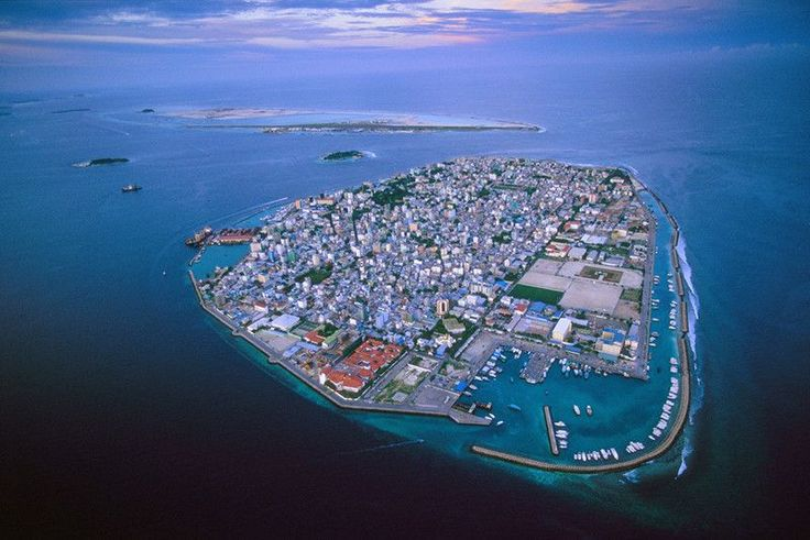 Malediwy, zagrożone z powodu niebezpiecznie wysokiego wzrostu poziomu mórz.