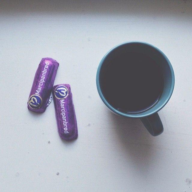 Kaffepause.  #coffee #break #chocolate #vscocam #interior #kaffepause #kaffe #marcipan #coffeecup #cup #krus @sostrenegrene