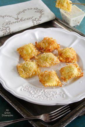 Raviolis fritos con salsa de champiñones y cebolla