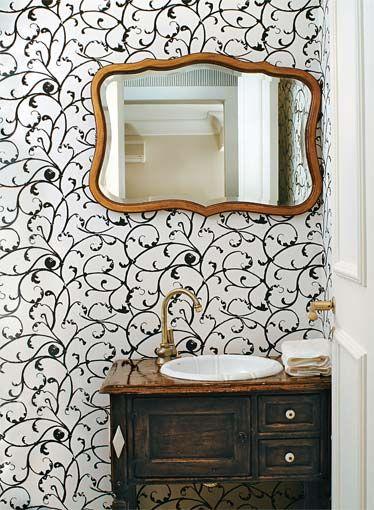 Lavabo com paredes com arabescos