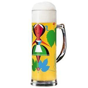 Beschreibung: In Bayern, wo auf dem Lande noch Ochsenrennen stattfinden, fallen Jahr für Jahr gegen Oktober Menschen aus der ganzen Welt ein, um ein Getränk zu feiern, das dort sogar als Grundnahrungsmittel gilt. Beim Trinken pflegen die Eingeborenen die Gläser fest aneinander zu stoßen, auf dass der Schaum im Glase wackelt. Diese gibt es nun in ganz neuen, ungeahnt kreativen Variationen. Oins, zwoa, drei - hier sind die Ritzenhoff-Seidel (inklusive Bierdeckel) zum feste Ansto