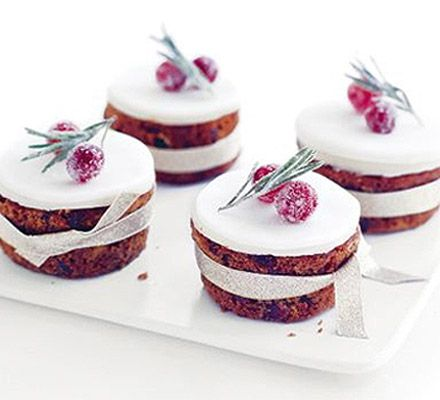 Little frosty Christmas cakes | BBC Good Food