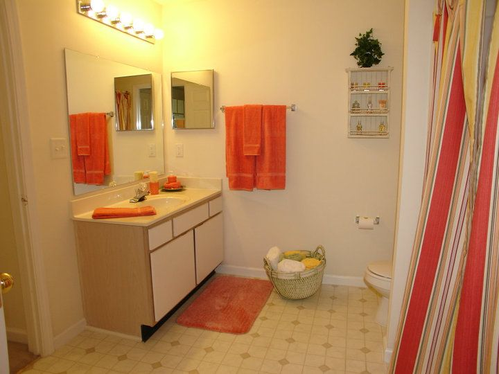 Photos And Video Of Ashford Place In Charlotte Nc Apartments For Rent Home Appliances Living Environment
