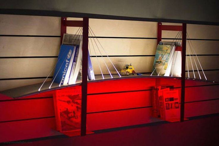 Книжные полки в виде мостов