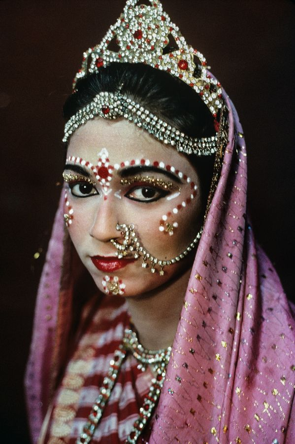 Bride on her wedding day, India , photo by Steve McCurry (please repin with photographer's credits)
