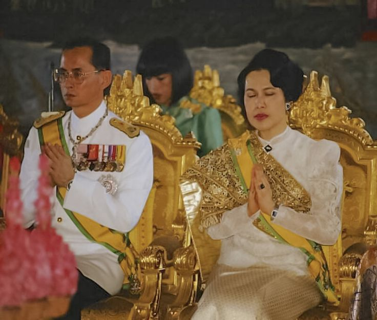 MAY GOD BLESS THE KING & QUEEN OF THAILAND.
