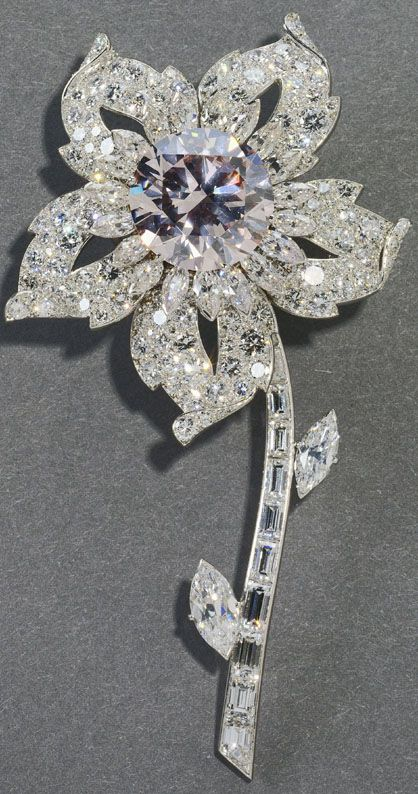 Rare pink diamond. The Williamson Brooch. Queen Elizabeth II. I so love brooches!
