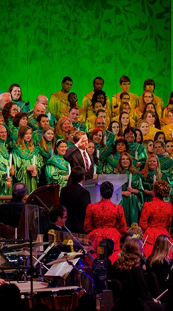 This post features 2017 narrator and dining package info for Candlelight Processional at Epcot, along with whether the dining package is worth the money or