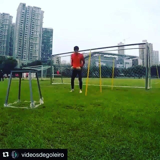 Goalkeeper training with @l_cerqueira81 Chinese Super League  _______________________________________________________#goalkeeper #goalkeepers #goalkeepertraining #goalkeepercoach #goalkeepercoaching #torwart #torwarttraining #torwarttrainer #keeper #målvakt #målvaktsträning #gktrainer #gktraining #gktrainingvideos #gardiendebut #portiere #målmandstræning #soccer #football #fussball #bramkarz #bramkarze #goleiro #goleiros #portero #kaleci #love #training #chinese #chinesesuperleague