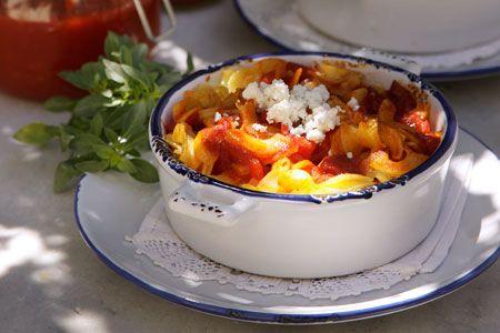 Σκέτο από γιουβέτσι µε ντοµάτα, φέτα και βασιλικό - Συνταγές | γαστρονόμος