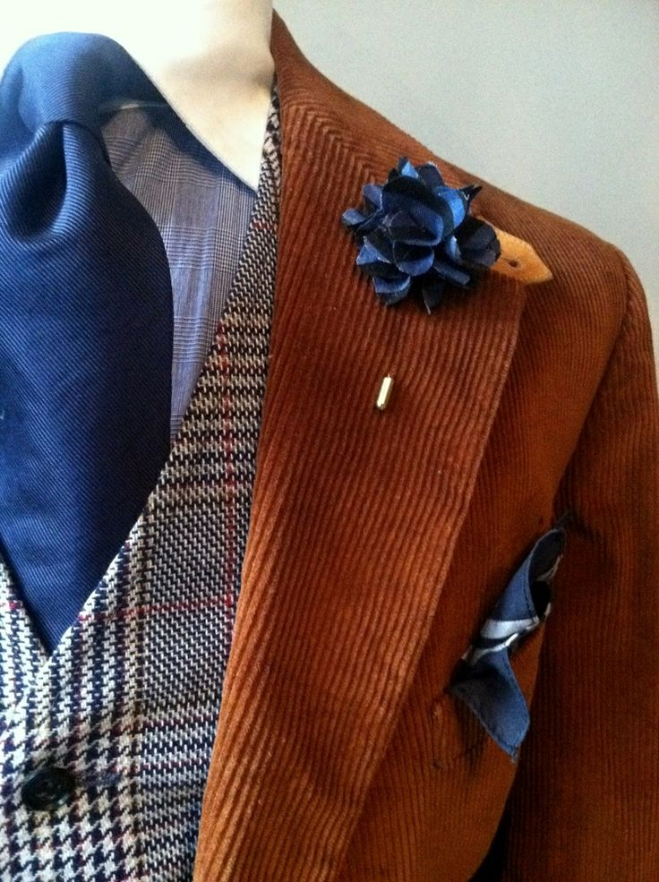 Pocket Square - Tonal, embroidered flowers in light blue Notch