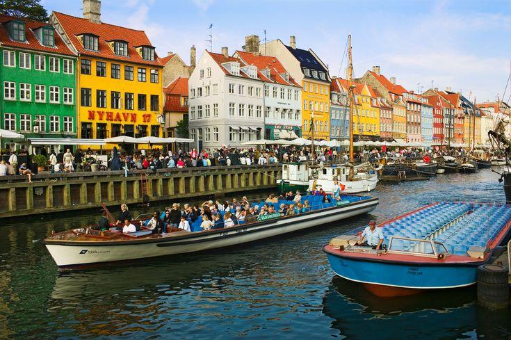 Arsitektur Penuh Warna di Berbagai Kota Dunia