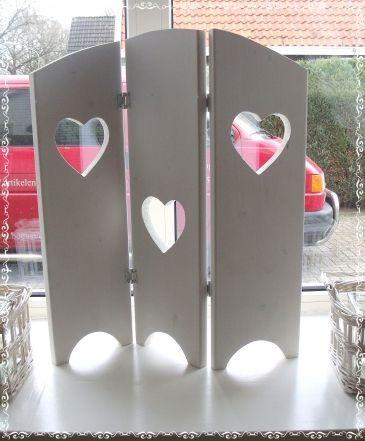 Drieluik, shutter, met 3 harten in het midden 60 cm wit