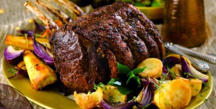 Costillas de vacuno con costra de pimienta y salsa de vino caliente http://www.carnivorosgourmet.es/ver_recetas_sencillas.php?id_receta=374 #recetas #gastronomía