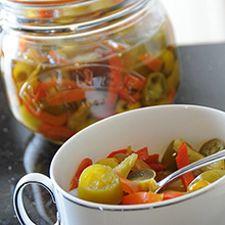 Dit recept resulteert in ongeveer 850 ml paprika's in olie. Wij hebben gebruik gemaakt van de potten met beugelsluiting van Kilner. 1 van 350 ml en 1 van 500 ml.
