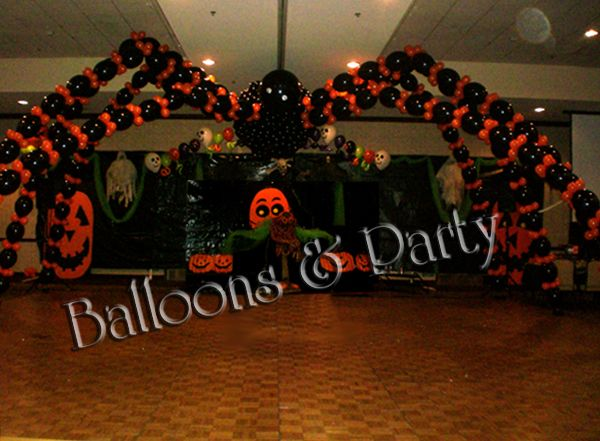 Halloween balloon colums published september 5 2012 at for Halloween dance floor ideas