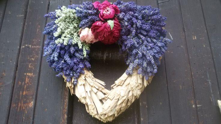 Srdce s levandulí Srdce - rákos + letošní levandule , pivoňky ,..trvanlivá dekorace vzadu očko vel.23cm