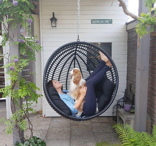 Dai un'occhiata ai nostri mobili e oggetti decorativi e fai i pieno di. Poltrona Sospesa Da Giardino In Resina Nera Maisons Du Monde Hanging Chair Outdoor Hanging Chair Maisons Du Monde