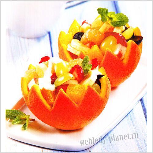 Фруктовый салат в корзиночках из апельсина