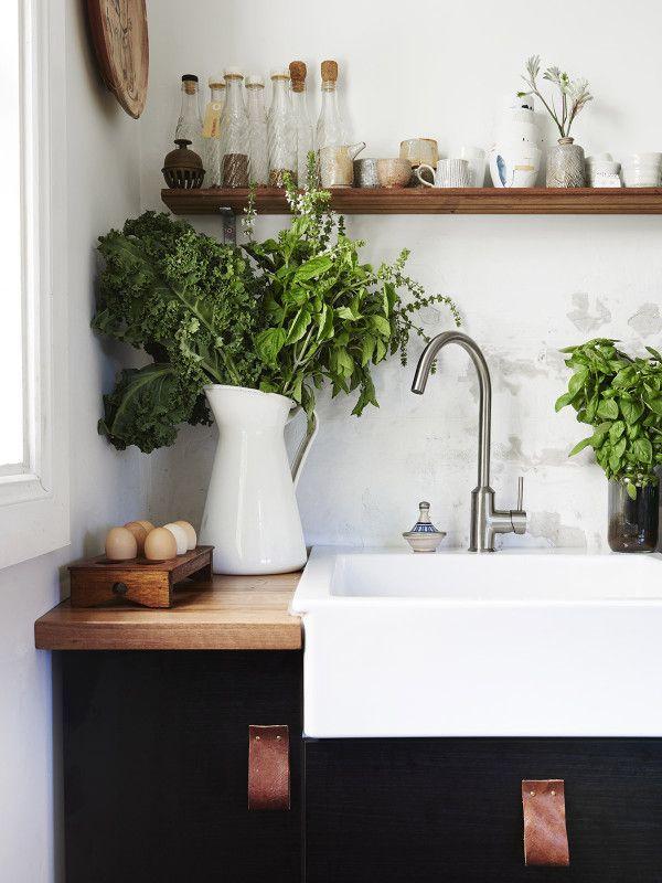 Black and white Kitchen Ideas.  www.laurathomasinteriordesign.com