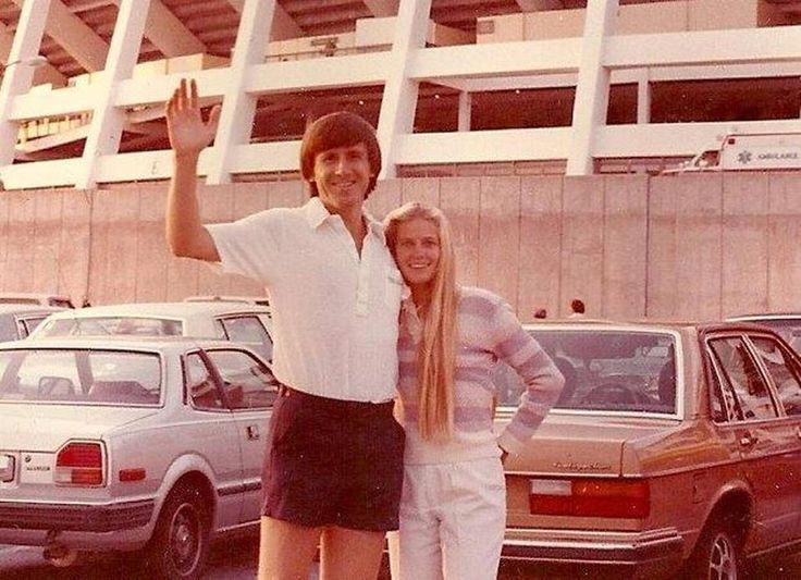 Craig Sager met his first wife, Lisa Allen of Chillicothe, Mo., at a Royals game. Here, the couple visits a ballpark out of state.