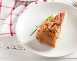 Gâteau léger au yaourt, semoule et rhubarbe pour chrononutrition : http://www.fourchette-et-bikini.fr/recettes/recettes-minceur/gateau-leger-au-yaourt-semoule-et-rhubarbe-pour-chrononutrition.html