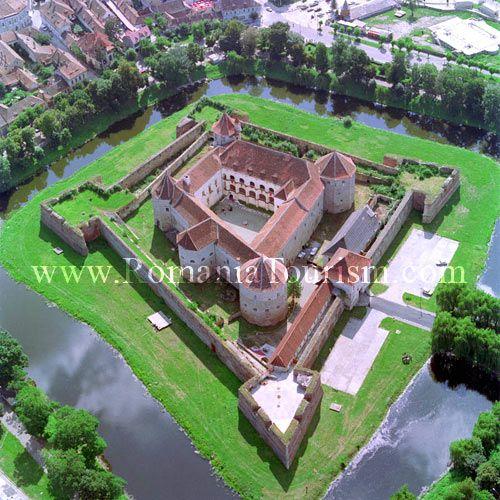 Fagaras Fortress Image - Transylvania, Romania