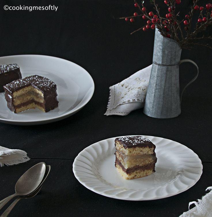 Tortine a strati, cioccolato e pere