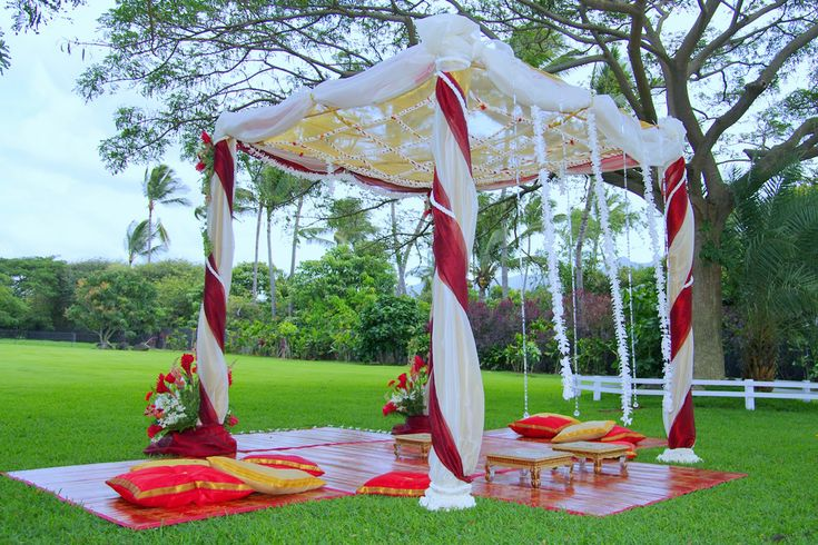 Indian Wedding Decorations- Simple, Pretty, Outdoors!  Posted by Soma Sengupta