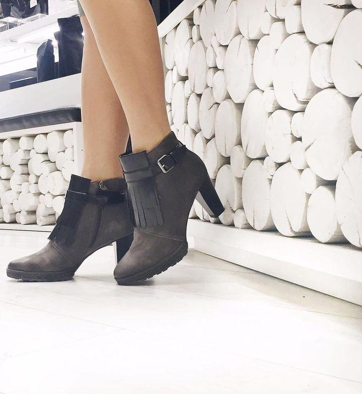 Γυναικεία μποτάκια TAMARIS 1-25321-29 Θα τα βρείτε διαθέσιμα στο κατάστημα ΤΣΑΚΑΛΙΑΝ στον Πειραιά και στο κατάστημα Online www.tsakalian.gr!
